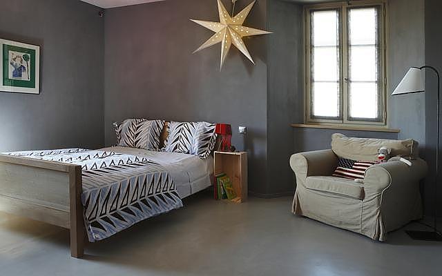 suelo y paredes de habitacin recobiertos con cemento pulido - Suelo Cemento Pulido