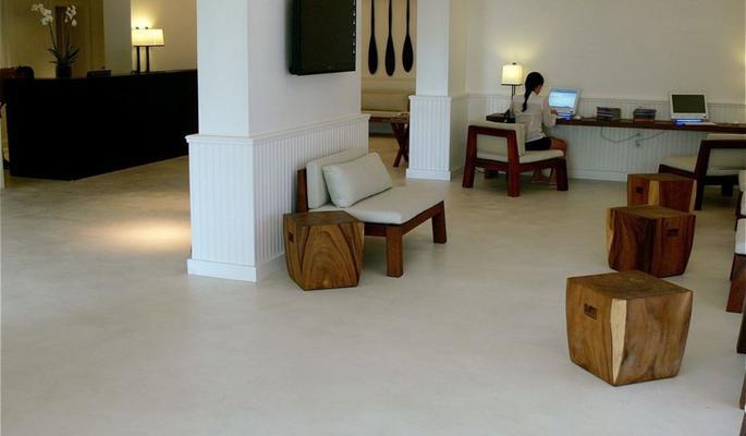 los suelos de cemento pulido ofrecen un aspecto natural y una gran resistencia al paso del